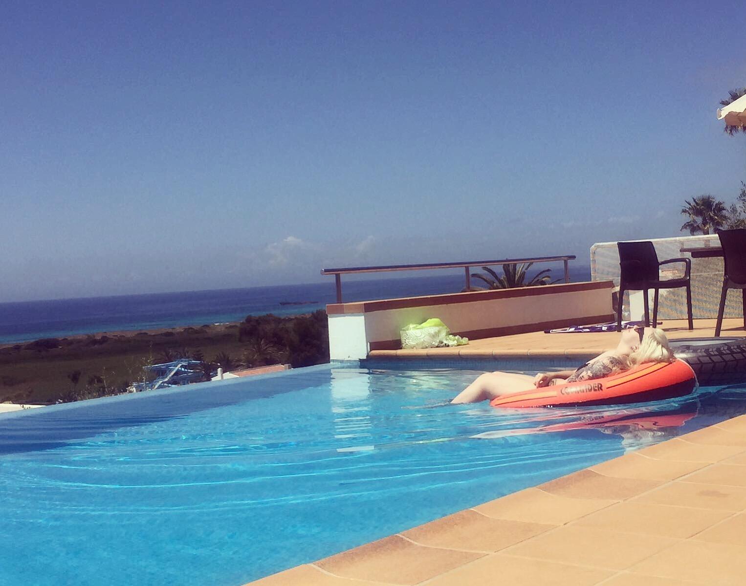 Villa pool life