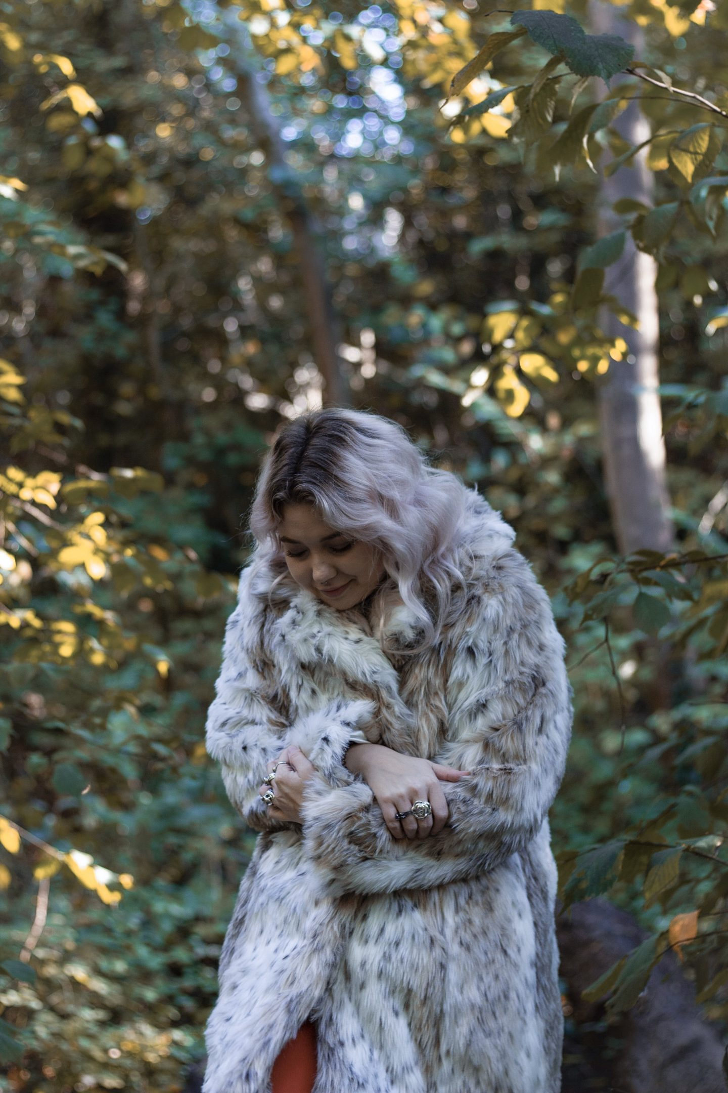 Blonde woman in leopard print faux fur coat fashion trends