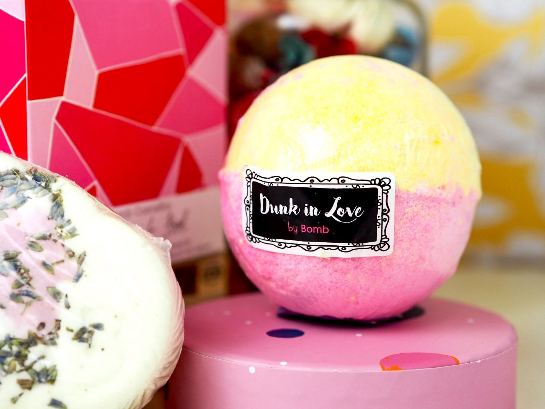 dunk in love bath bomb