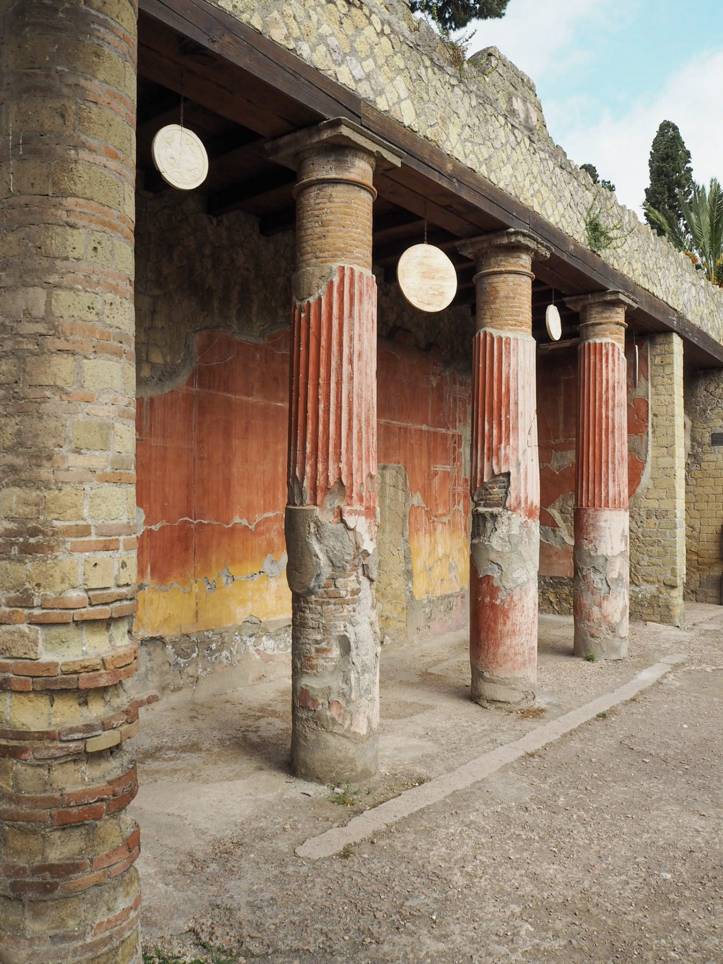 Sorrento travel - Colourful ruins