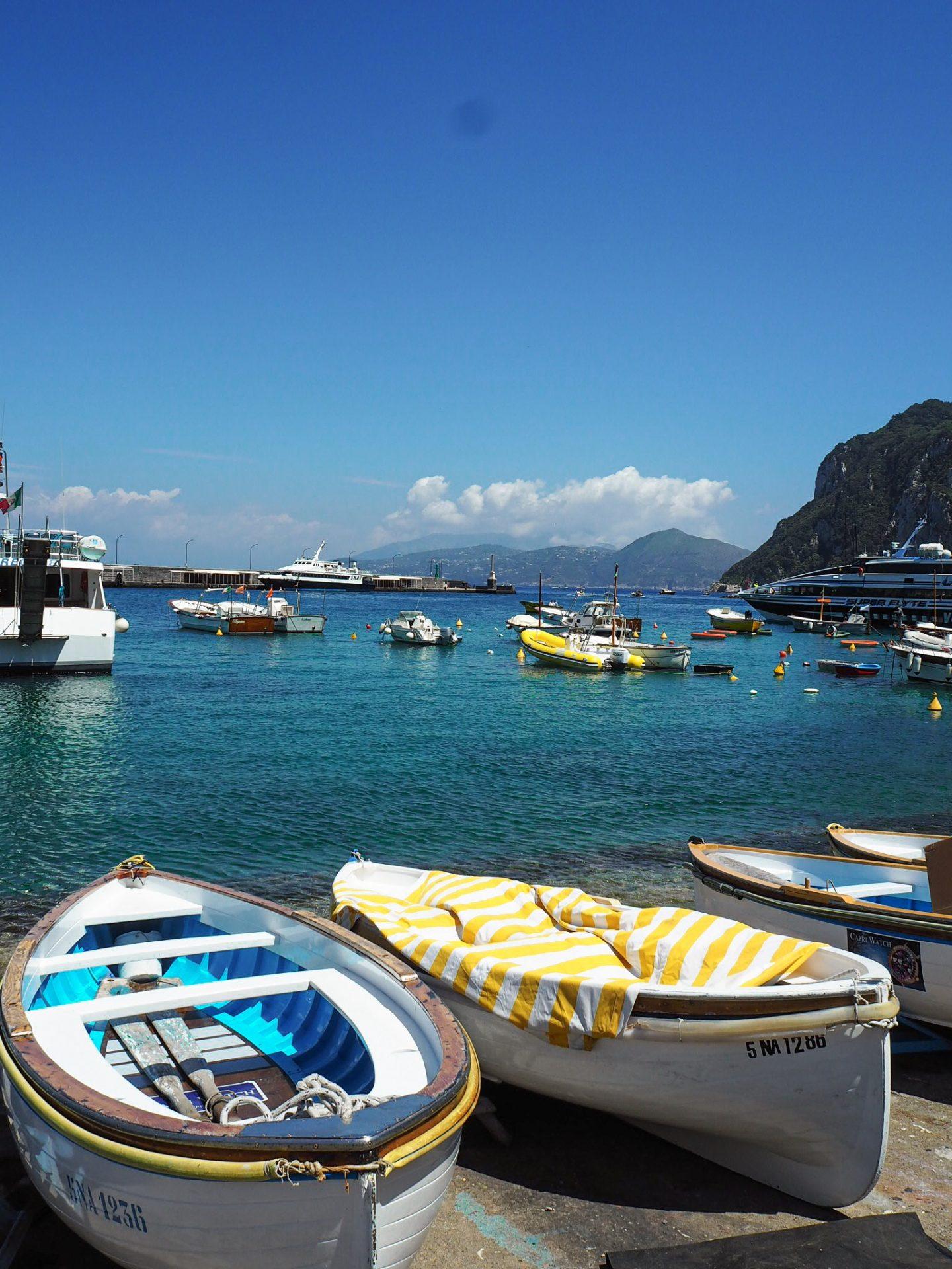 Sorrento travel: Capri with boats